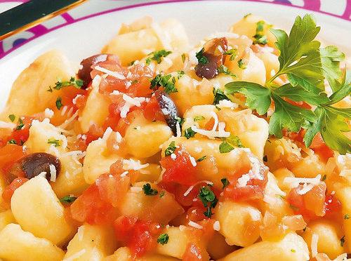 Gnocchi de Aipim com Molho de Tomates